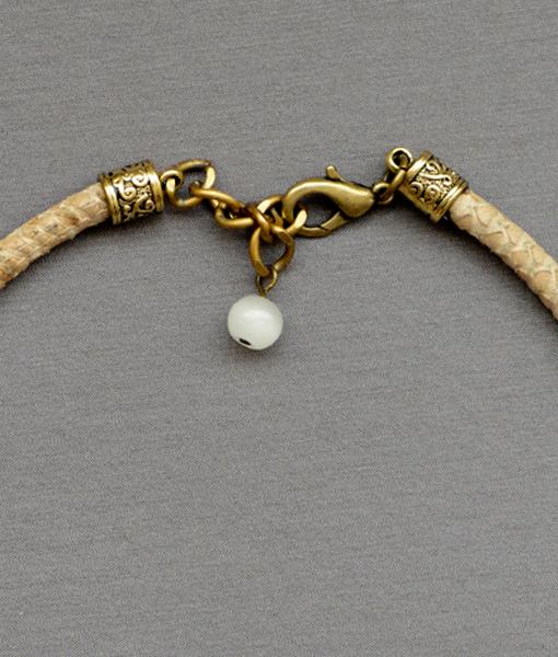 Collar Awa coral de bambú