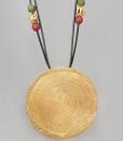 Colgante Africano en bronce con cuero negro